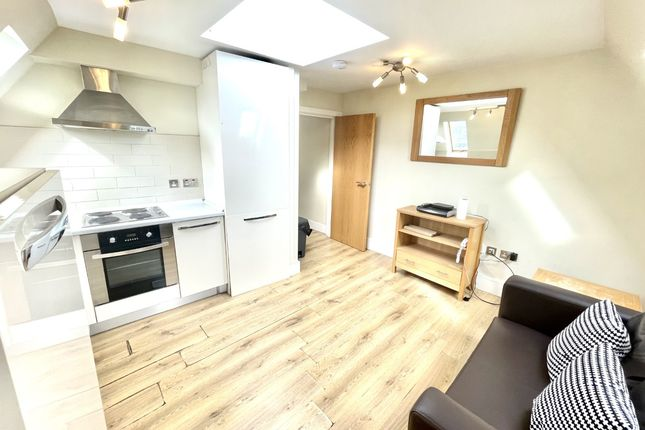 1 bed flat to rent in Lodge Lane, London N12
