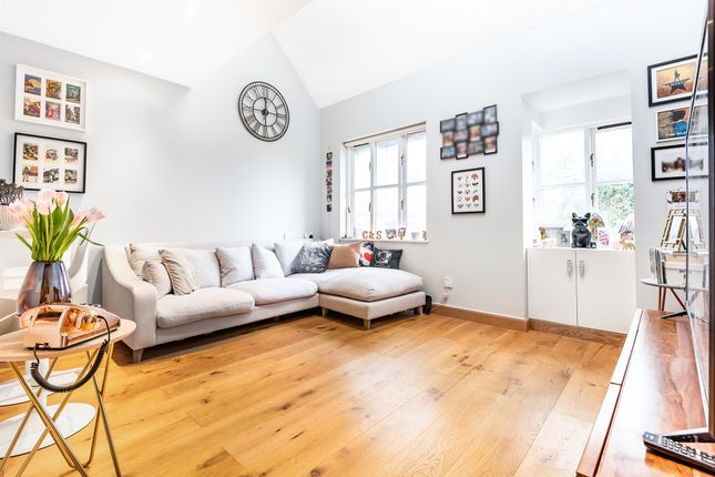 Thumbnail Maisonette for sale in Bunning Way, London