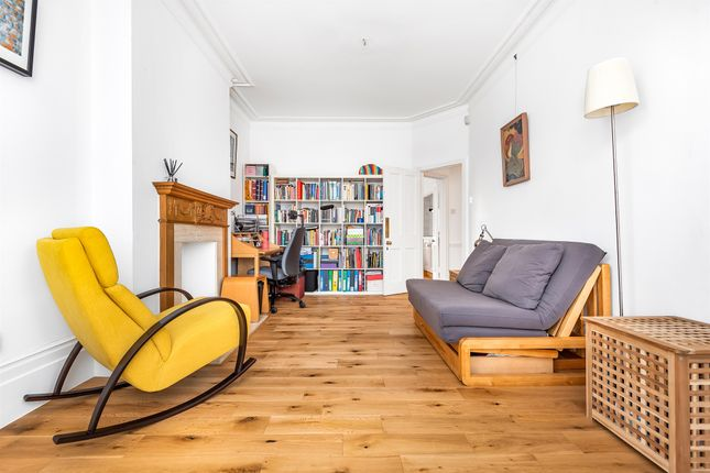 Thumbnail Flat for sale in Fortis Green Road, London