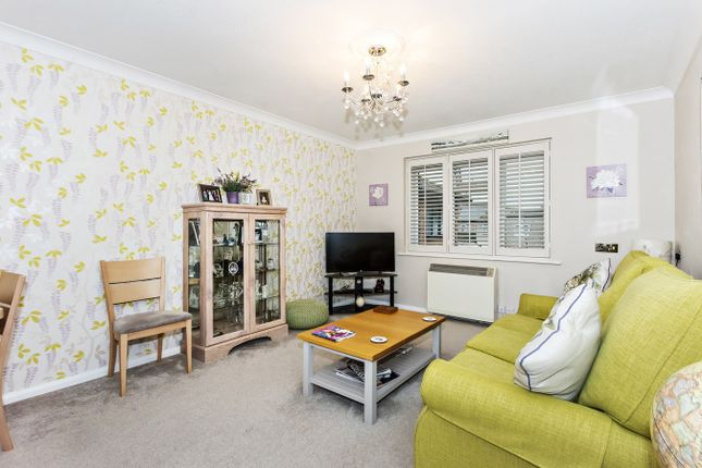 2 bed property for sale in Bowes Close, Sidcup DA15