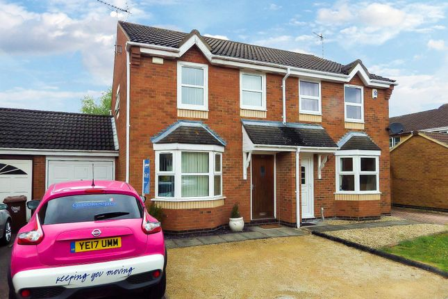 Thumbnail Semi-detached house to rent in Sandpiper Close, Bicester, Oxfordshire