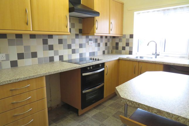 2 bed flat to rent in Old Road, Tiverton
