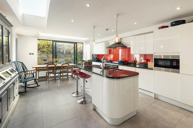 Thumbnail Property for sale in Lavender Sweep, London
