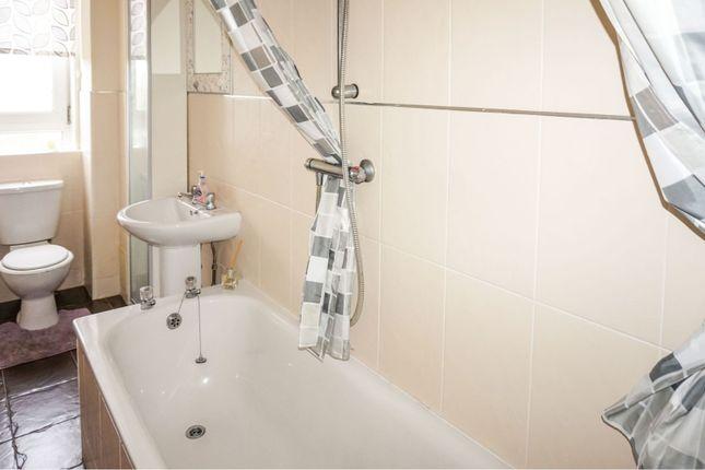 Bathroom of 11 Meadowside Street, Renfrew PA4