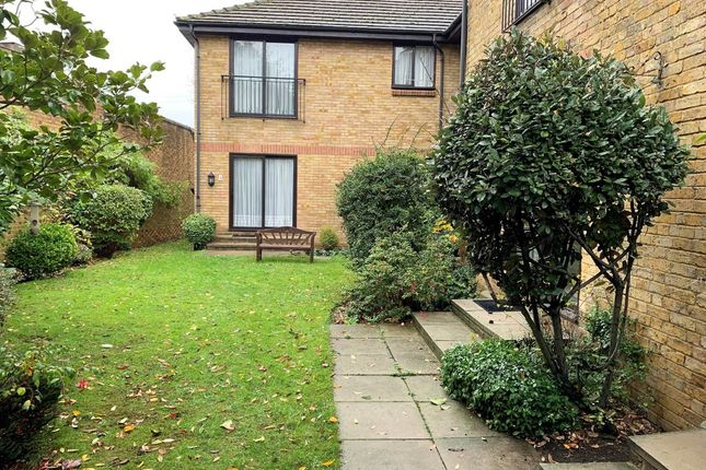 Thumbnail Flat to rent in Priory Walk, Lower Sunbury, Middlesex