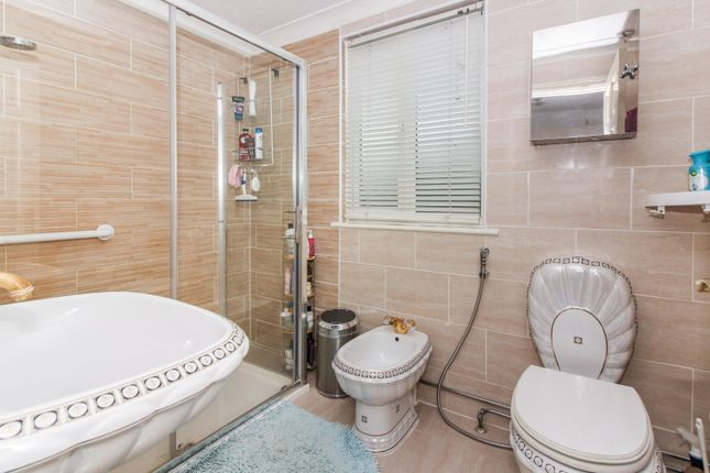 Bathroom of London Road, Benfleet SS7
