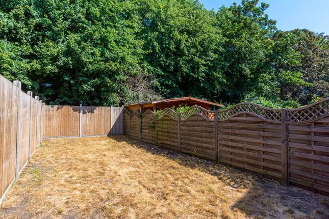 Terraced house to rent in York Road, Brentford