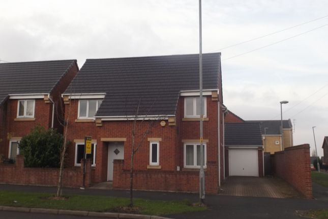 Thumbnail Detached house to rent in Hattersley Road West, Hyde