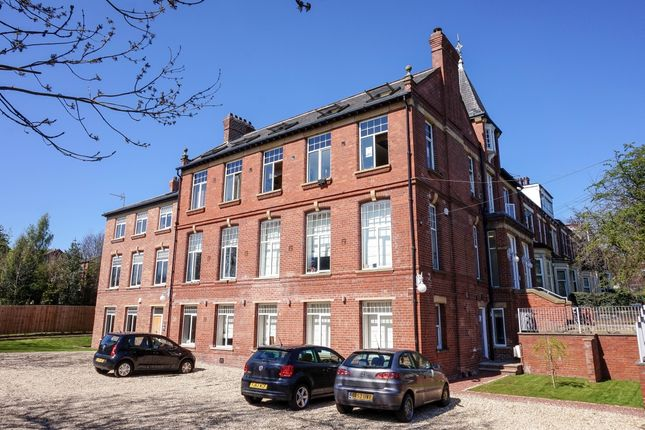 Thumbnail Flat to rent in Ash Grove, Leeds