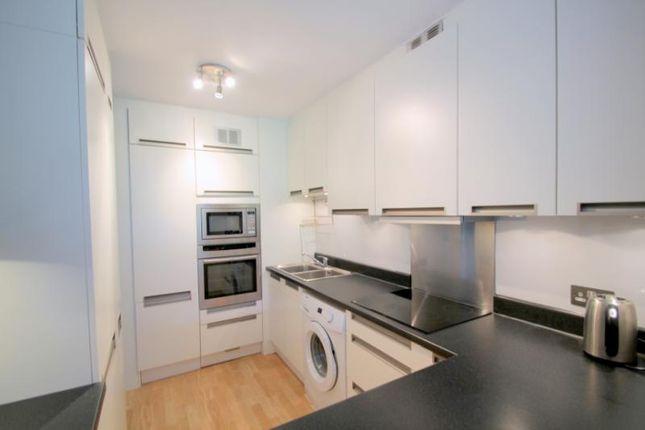 Picture No.25 of Defoe House, Barbican, London EC2Y