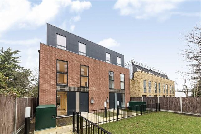 Thumbnail Property for sale in Kings Avenue, Kings Lodge, Clapham