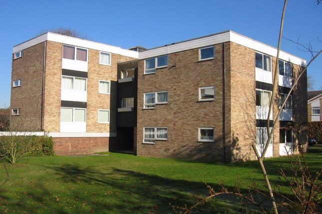 Thumbnail Flat to rent in Upper Gordon Road, Camberley