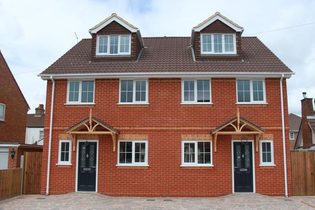 Thumbnail Semi-detached house to rent in Windsor Road, Farnborough