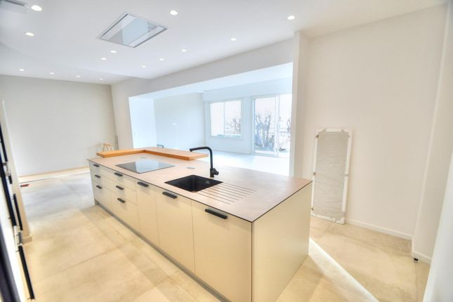 Apartment for sale in Saint-Raphaël, Bord De Mer, 83700, France