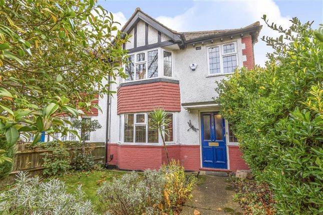 Thumbnail Terraced house for sale in Avenue Gardens, London