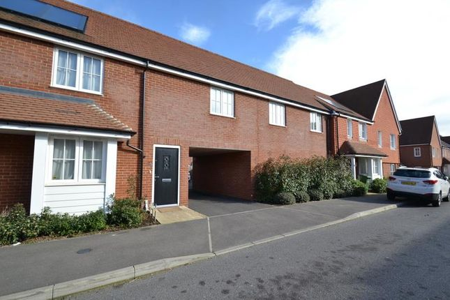 Thumbnail Flat to rent in Whittaker Drive, Horley