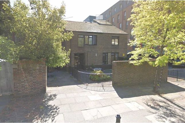 Thumbnail Terraced house to rent in Pitfield Street, Hoxton, London