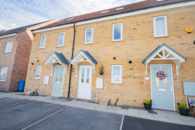 Thumbnail End terrace house to rent in Chartwell Gardens, Kingswood