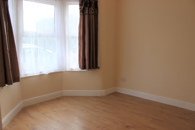 Thumbnail Terraced house to rent in Loxford Avenue, East Ham
