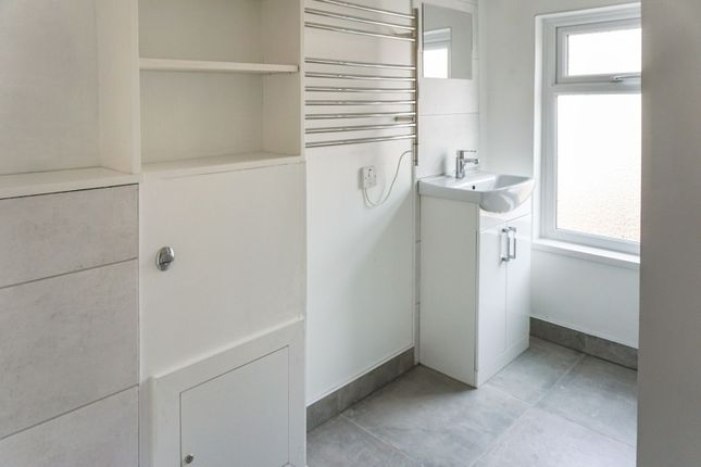 Shower Room of Thomas Street, Middlesbrough TS3