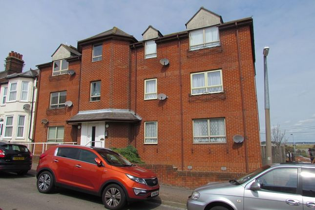 Thumbnail Flat to rent in Nelson Road, Dovercourt, Harwich