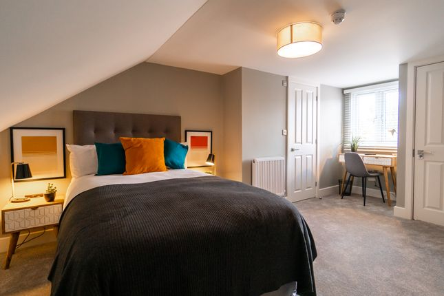 Room to rent in Curzon Street, Reading