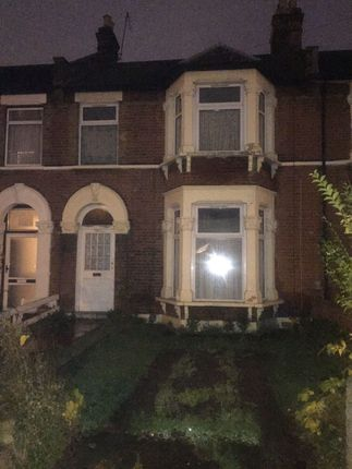 3 bed terraced house to rent in Woodlands Road, Ilford IG1