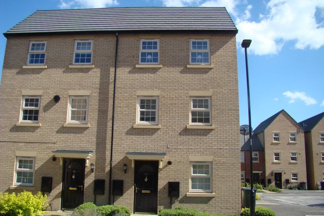 Thumbnail Town house to rent in Comelybank Drive, Mexborough