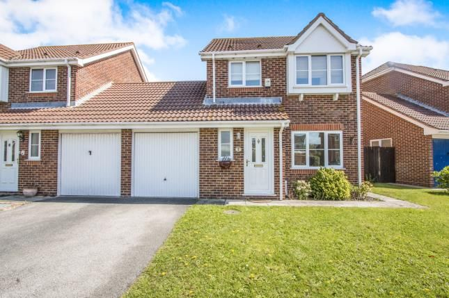 3 bed link-detached house for sale in Christchurch, Dorset, England