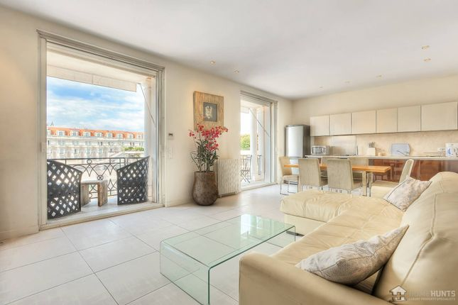 2 bed apartment for sale in Cannes, Alpes-Maritimes, France