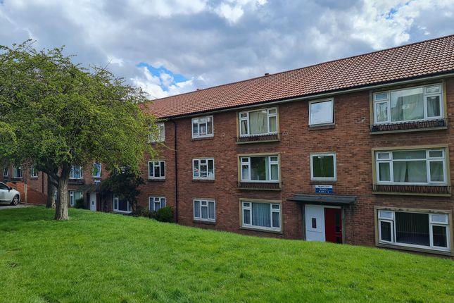 2 bed flat to rent in Regent Close, Horsforth, Leeds LS18