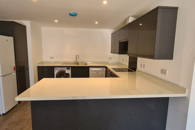 4 bed barn conversion to rent in Woodside Court, Netley Abbey, Southampton SO31