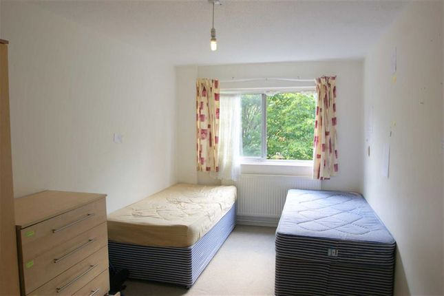 Thumbnail Flat to rent in Cheltenham Place, London