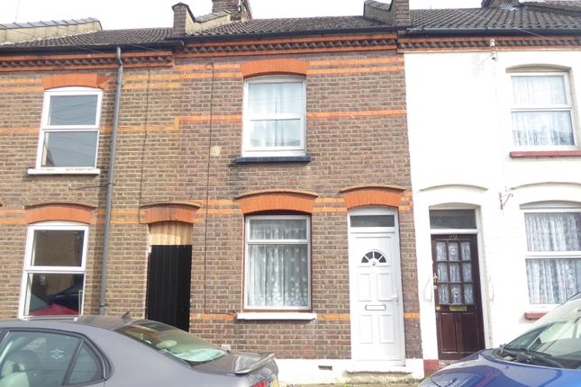2 bed property to rent in May Street, Luton