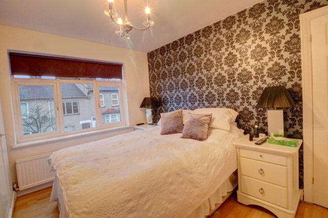 Queens Road Waltham Cross En8 3 Bedroom Detached House For Sale 46224808 Primelocation