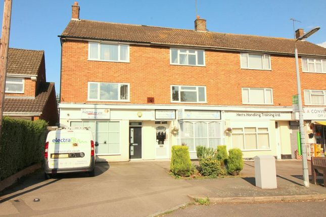 3 bed flat to rent in Elm Avenue, Caddington, Bedfordshire LU1