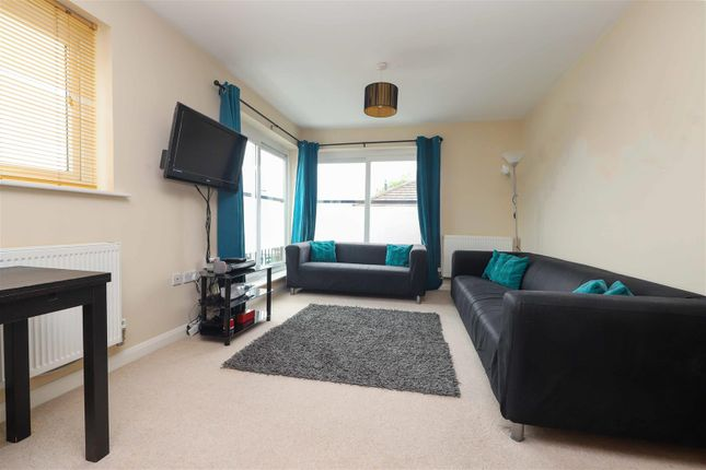 2 bed flat for sale in High Street, Yiewsley, West Drayton UB7