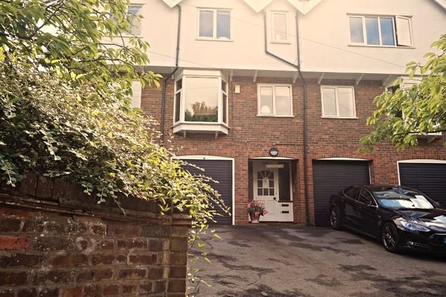 Thumbnail Flat to rent in Amersham Hill, High Wycombe