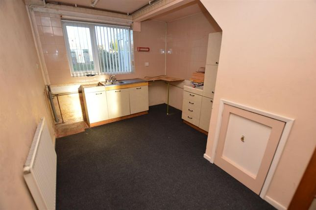 Kitchen of Trenant Road, Leicester LE2