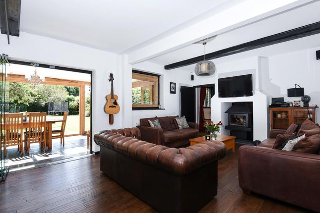 Thumbnail Cottage to rent in Egham, Surrey