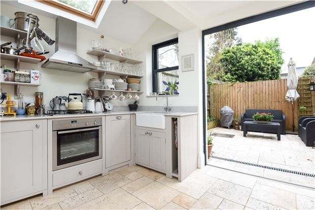 Thumbnail Maisonette for sale in Telford Avenue, London