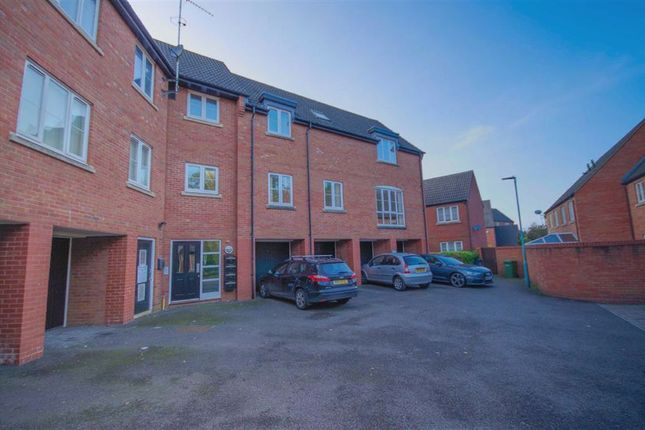 2 bed flat to rent in Townsend Close, Dursley GL11