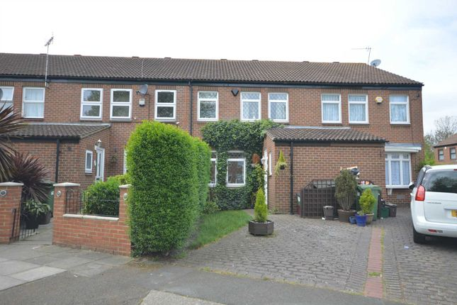 Thumbnail Detached house for sale in Curlew Close, London