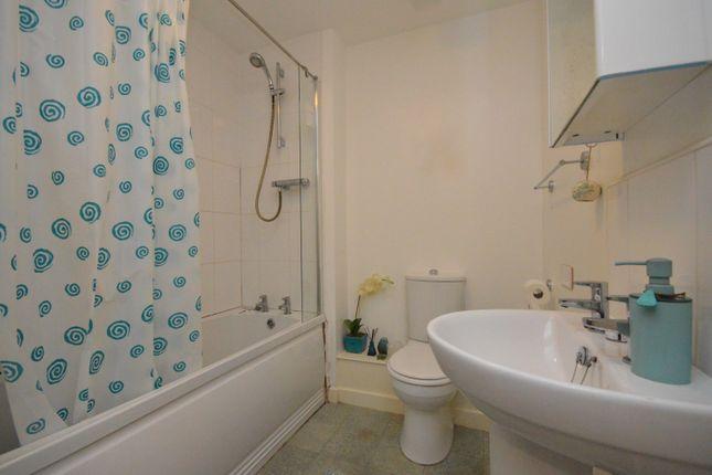 Bathroom of Ratcliffe Court, Barleyfields, Bristol BS2