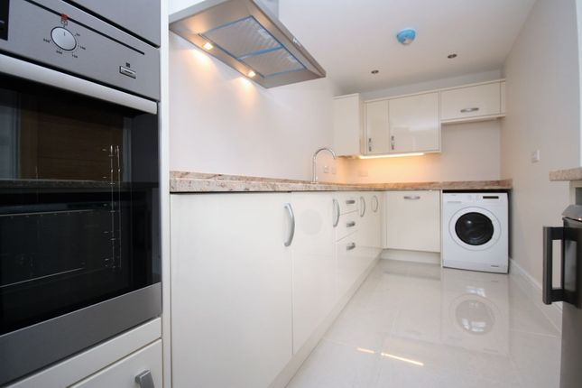Thumbnail Semi-detached house to rent in High Road, Loughton