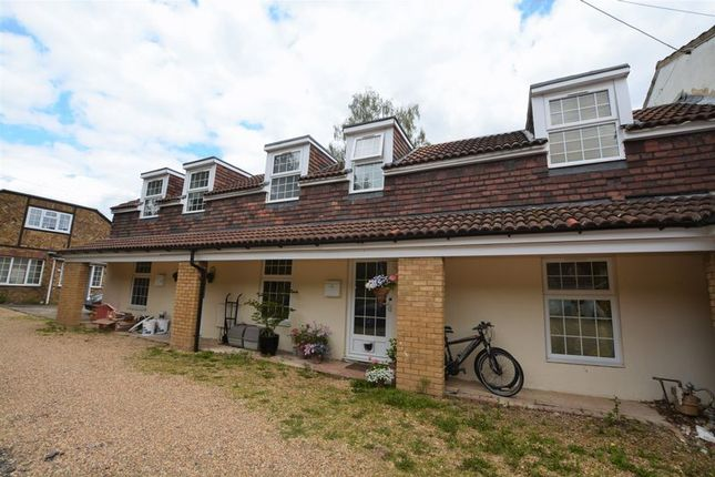 Thumbnail Semi-detached house to rent in Larchmoor Park, Gerrards Cross Road, Stoke Poges, Slough