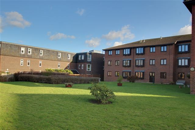 Thumbnail Property for sale in Brighton Road, Southgate, Crawley