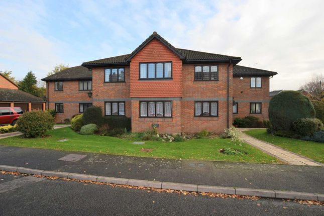 Thumbnail Flat to rent in Hervines Court, Amersham