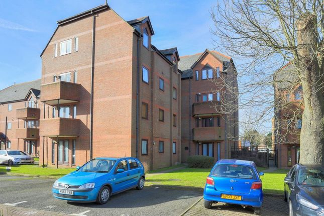 Thumbnail Flat to rent in Ashtree Court, St Albans, Herts