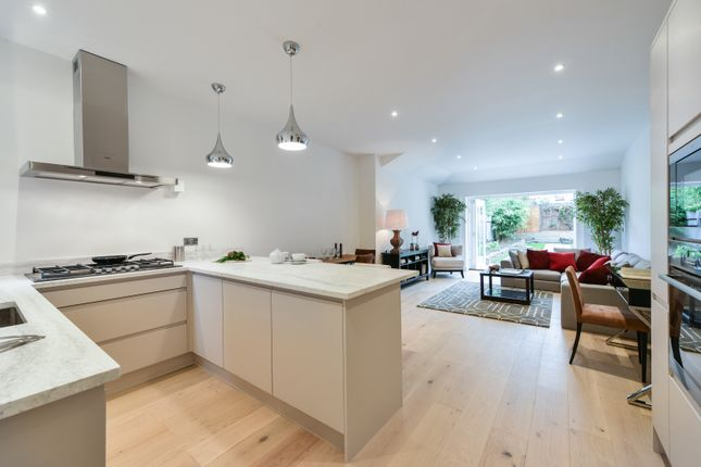 Thumbnail Flat for sale in Heybridge Avenue, London
